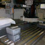 宇和町自社工場、石の加工作業です。